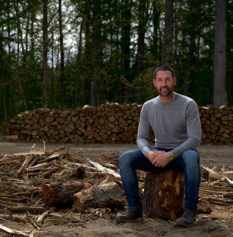 Marc Saulnier assis dans la forêt | Foravi